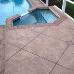 Béton décoratif - Béton projeté pour un tour de piscine