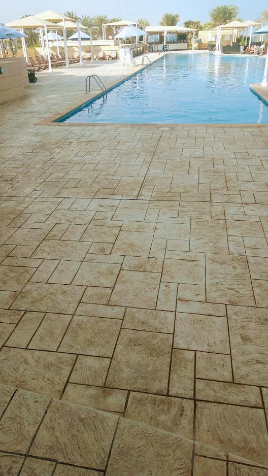 Tour de piscine béton imprimé - Hotel Millenium Oman